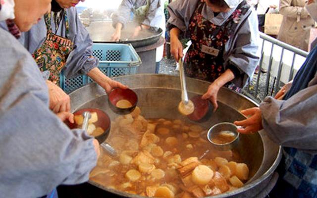 Daiko-daki (Serving Boiled Radish to clear off bad disease) at Senbon Shakadou, Kyoto