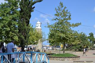 Akçakoca merkezdeki saat kulesi.