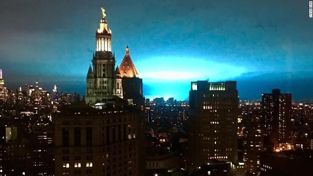 Kilatan Cahaya Biru Tiba-tiba Muncul di Langit New York