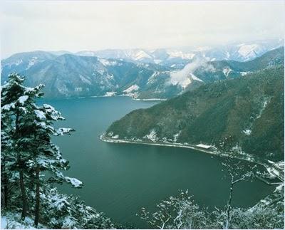 ทะเลสาบบิวะในฤดูหนาว (Lake Biwa)