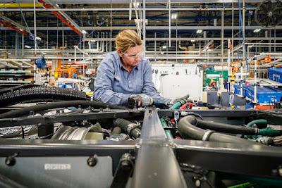 Volvo recebe premiação de melhor empresa para se trabalhar no setor automotivo