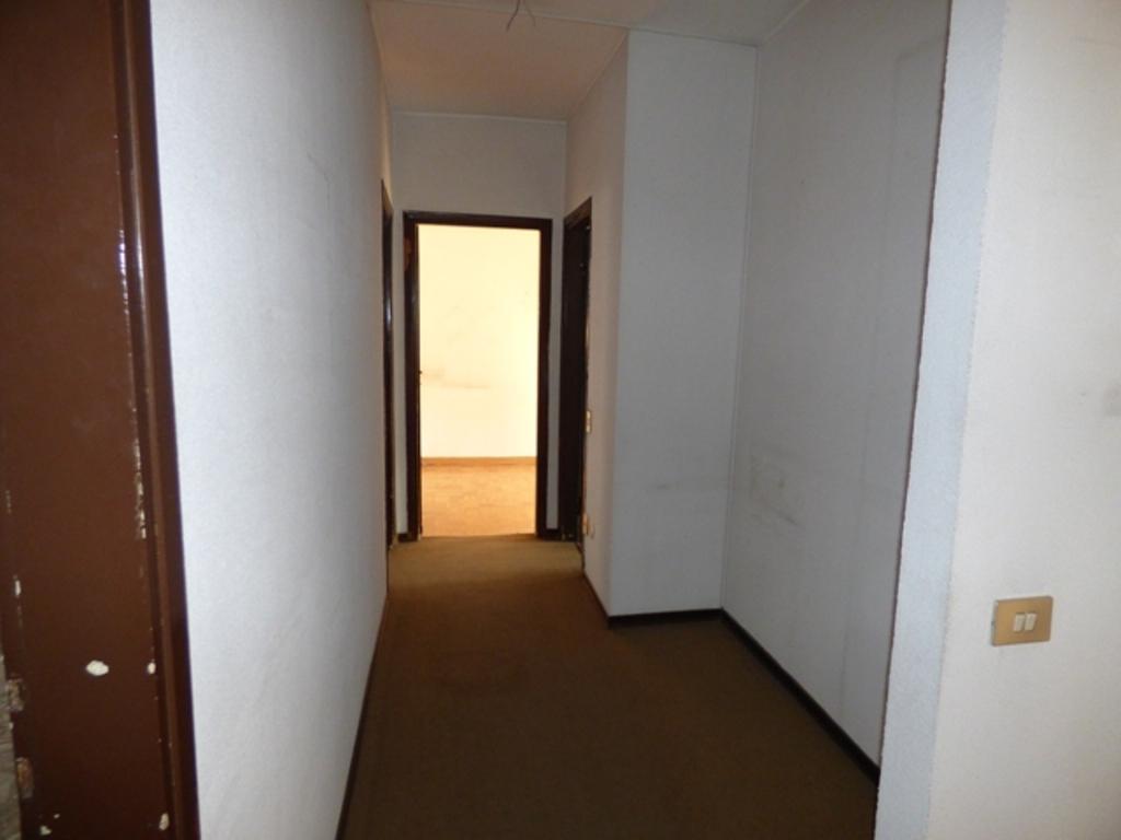 Caracciolo studio immobiliare bollate centro via for Vendesi ufficio roma