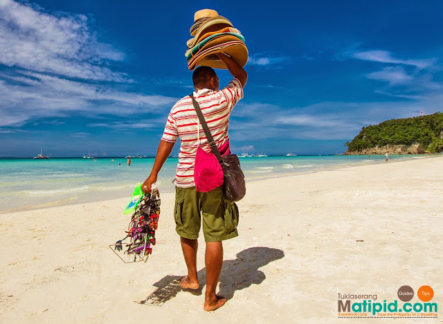 hat seller in boracay