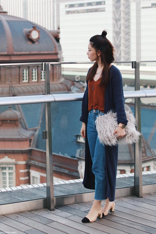 ファッションブロガー日本人、MizuhoK、今日のコーデ、母のお下がりのロングカーディガン、Primeira classe_ニットキャミソール,H&M_切りっぱなしマムジーンズ_CHOIES ブラックトゥミュール,フェイクファークラッチバッグ,シンプルカジュアルシックコーデ
