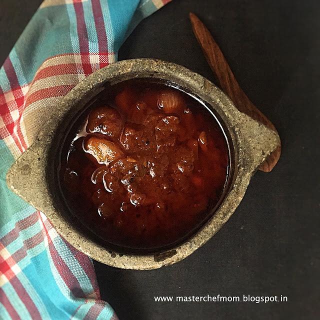 Vengaya Vathal Kuzhambu Recipe | Onion Vatha Kuzhambu