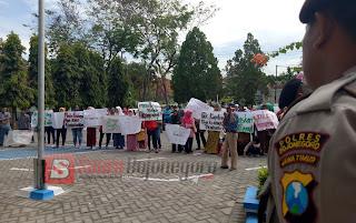 Pengadilan Negeri Bojonegoro Digeruduk Aliansi Masyarakat Pengawas Keadilan