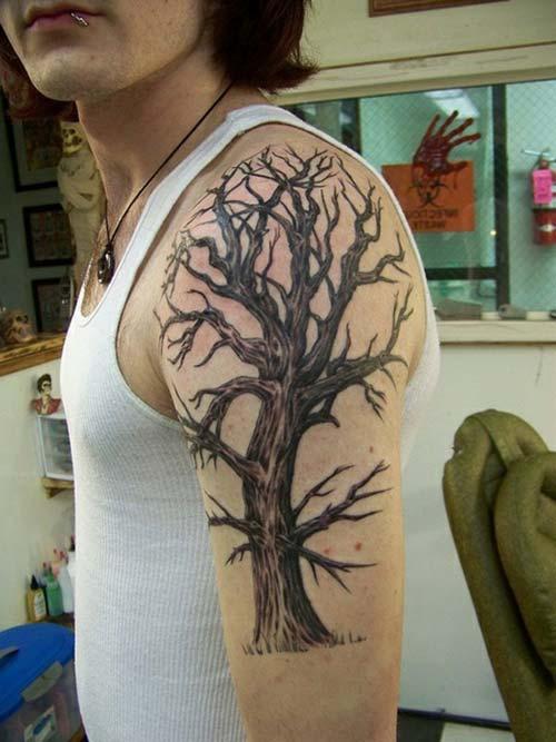 erkek üst kol ağaç dövmesi man upper arm tree tattoo