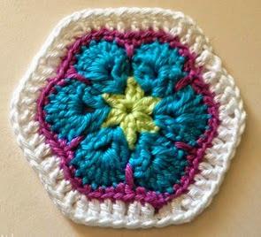 http://www.artedetei.com/2014/07/hexagono-african-flower-de-seis-petalos.html