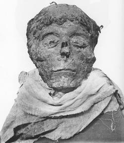 Η μούμια το Φαραώ Αχμώση  .Πέθανε σε ηλικία 35-40 ετών