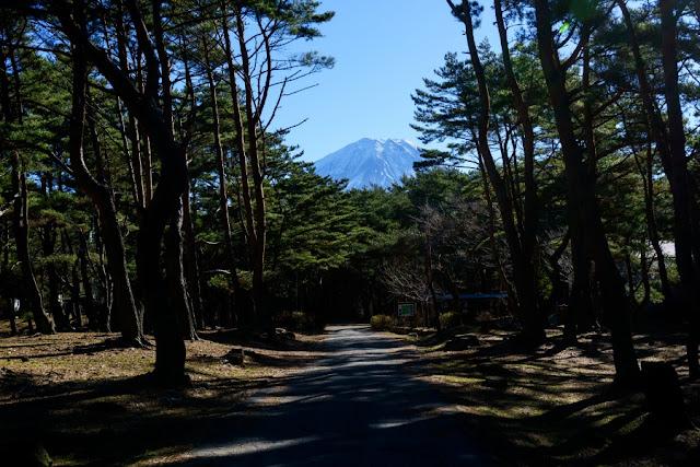 本栖湖キャンプ場から望む富士山