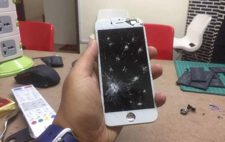 Skrin pecah dan rosak iPhone