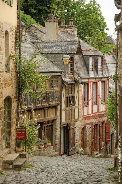 Rue Jerzual Dinan calle más bonita Bretaña Francia viaje