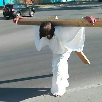 Man spotted walking with giant cross on his back arrested for impersonating Jesus