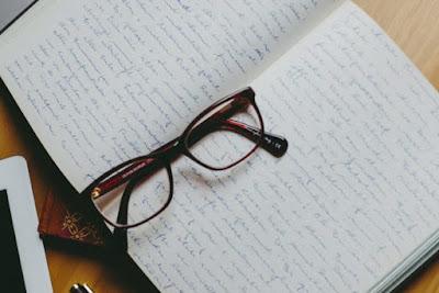 zeszyt i okulary, szczepionki,