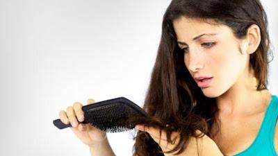 Penyebab Rambut Rontok dan Cara Mengatasinya Secara Alami dan Aman