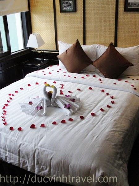 """Cách trang trí phòng cưới đơn giản đẹp thiên nga bằng khăn, lãng mạn đón nàng """" rễ làm lắm"""" 1"""