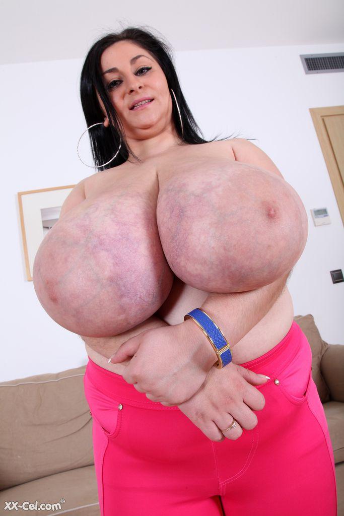 Видео про огромную грудь