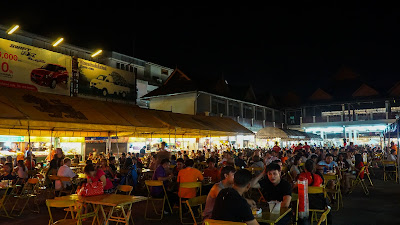 The night bazaar is very popular with tourists and locals alike