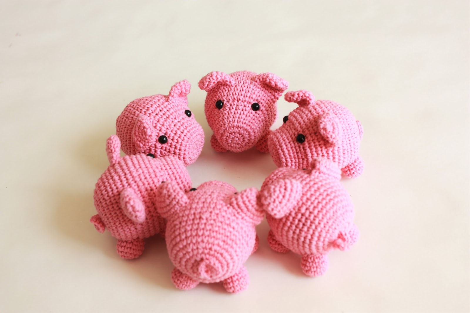 Free Crochet Pattern Keychain Little Lucky Pig | 1066x1600
