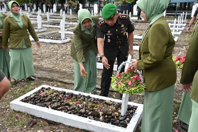 Peringati HUT ke-62, Personil Makorem dan Persit KCK Laksanakan Ziarah dan Anjangsana