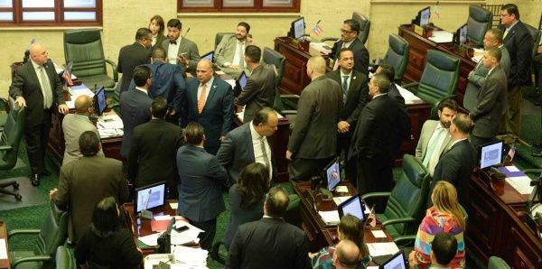 Cámara aprueba proyecto de reforma educativa en Puerto Rico
