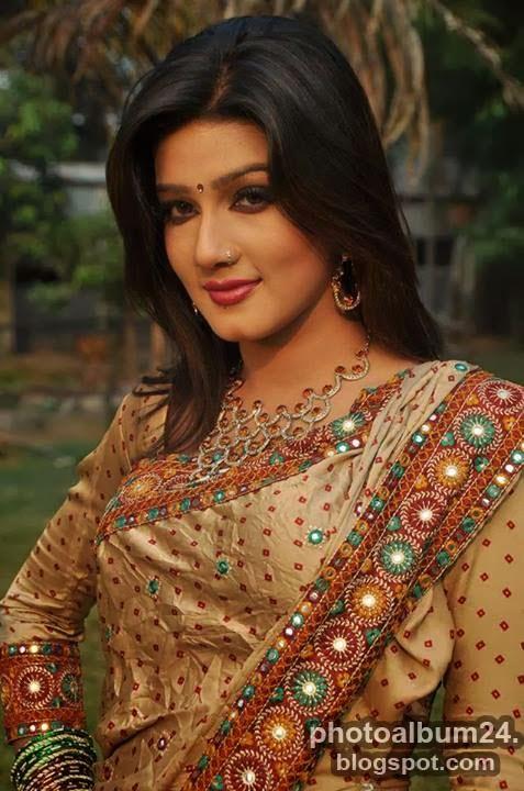 Bangladeshi Movie Actress Mahiya Mahi - Vedi Ammayi