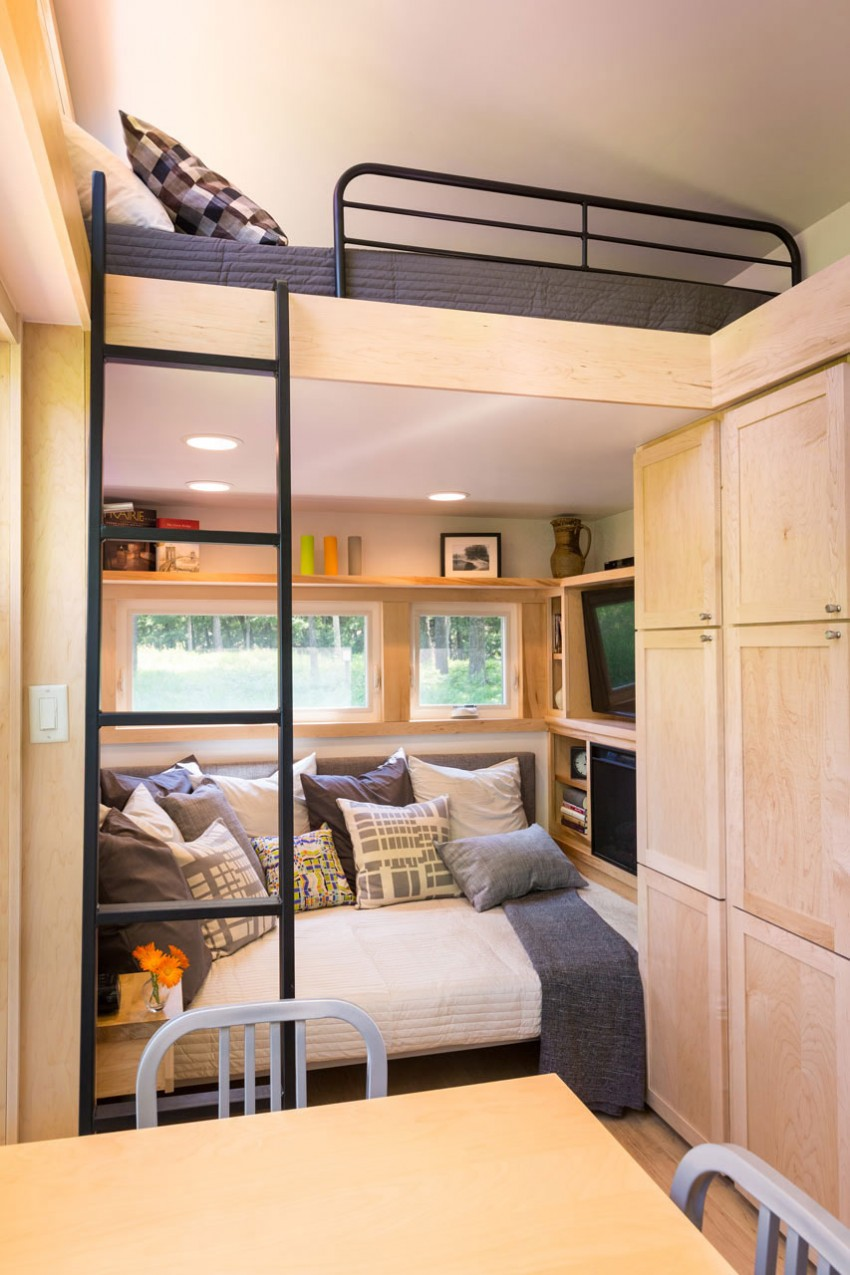 TINY HOUSE TOWN: The Travler Tiny House From ESCAPE Homes