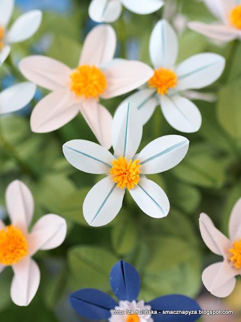 papierowe kwiatki, origami, warsztaty, reczna robota, rekodzielo, prace reczne, kolorowe kwiaty, ozdoby z papieru, papier, wiosna