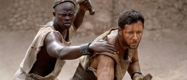 Djimon Hounsou y Russell Crowe durante su entrenamiento para convertirse en gladiadores