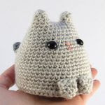 http://www.ravelry.com/patterns/library/dumpling-kitty