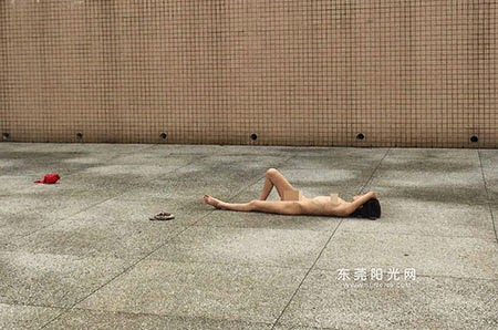 Panic carefree girl sunbathing nude in public in China
