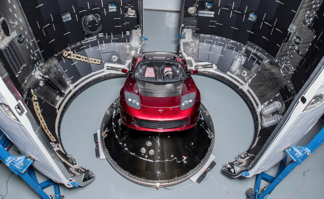 Tinuku Elon Musk showcased Tesla Roadster to load SpaceX to Mars