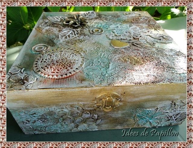 Boite en bois décoré dentelles peintes
