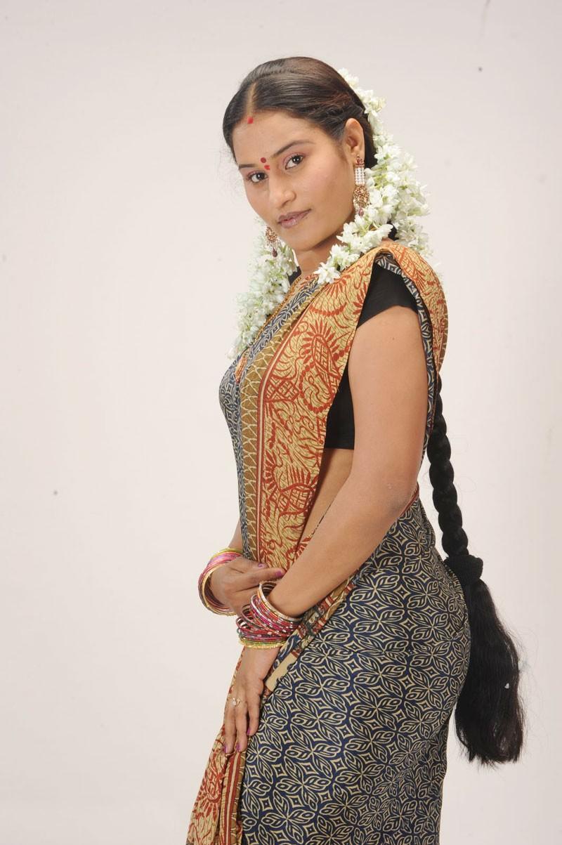 Telugu Actress Mahathi Latest Hot Stills In Sareehot -3962