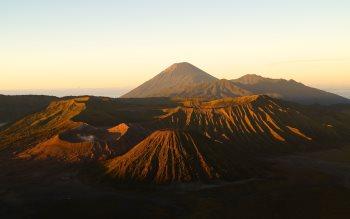 Wallpaper: Mount Bromo - Active Volcano