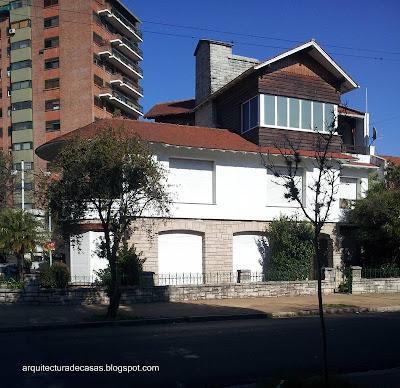 Casa chalet tipo canadiense en Buenos Aires.