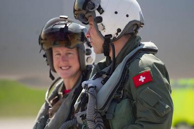 U.S. Pilotin mit Schweizer Pilot
