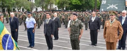 Sergio Moro condecorado militares