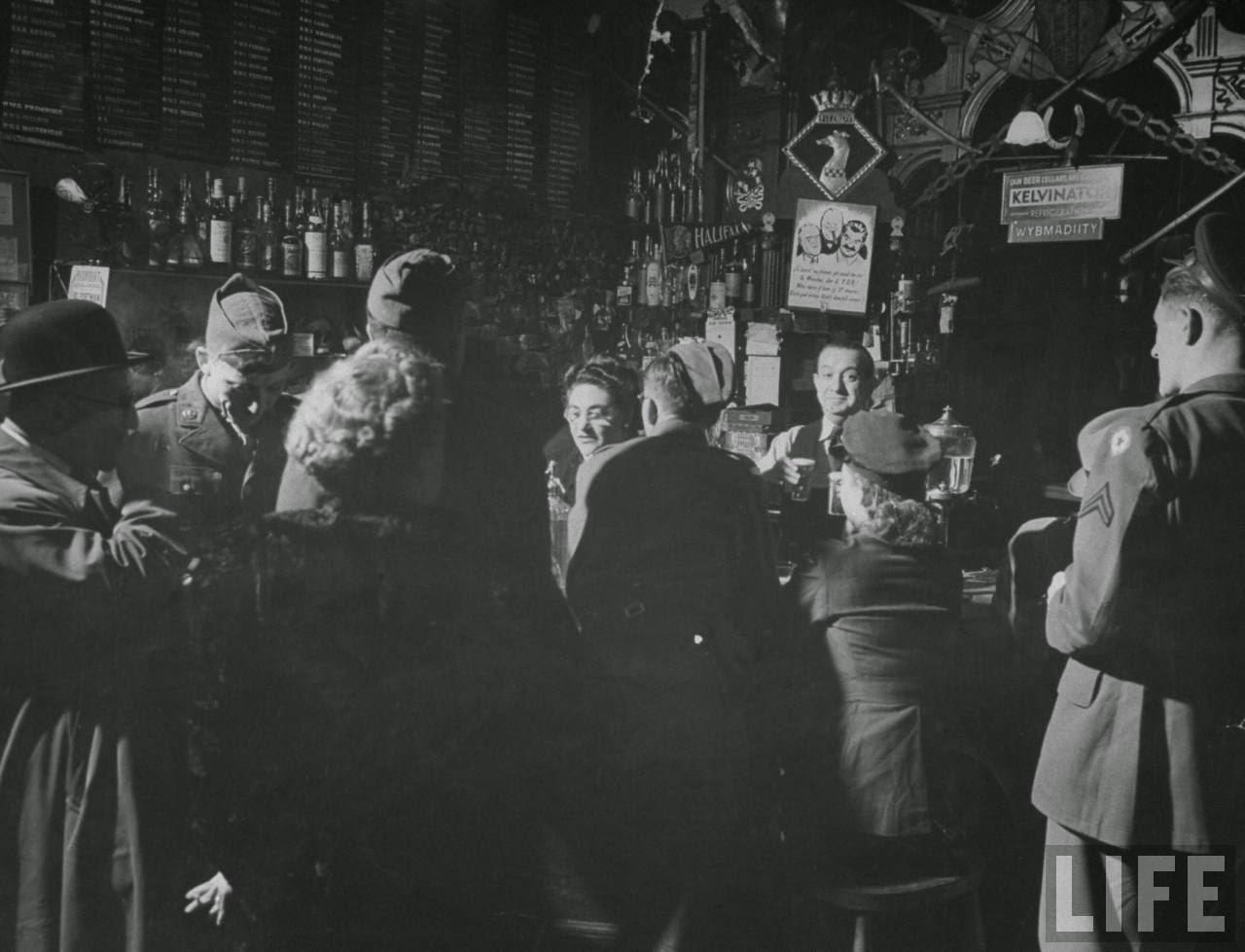 Pictures Of London Wartime Nightlife Under Blackout -4325