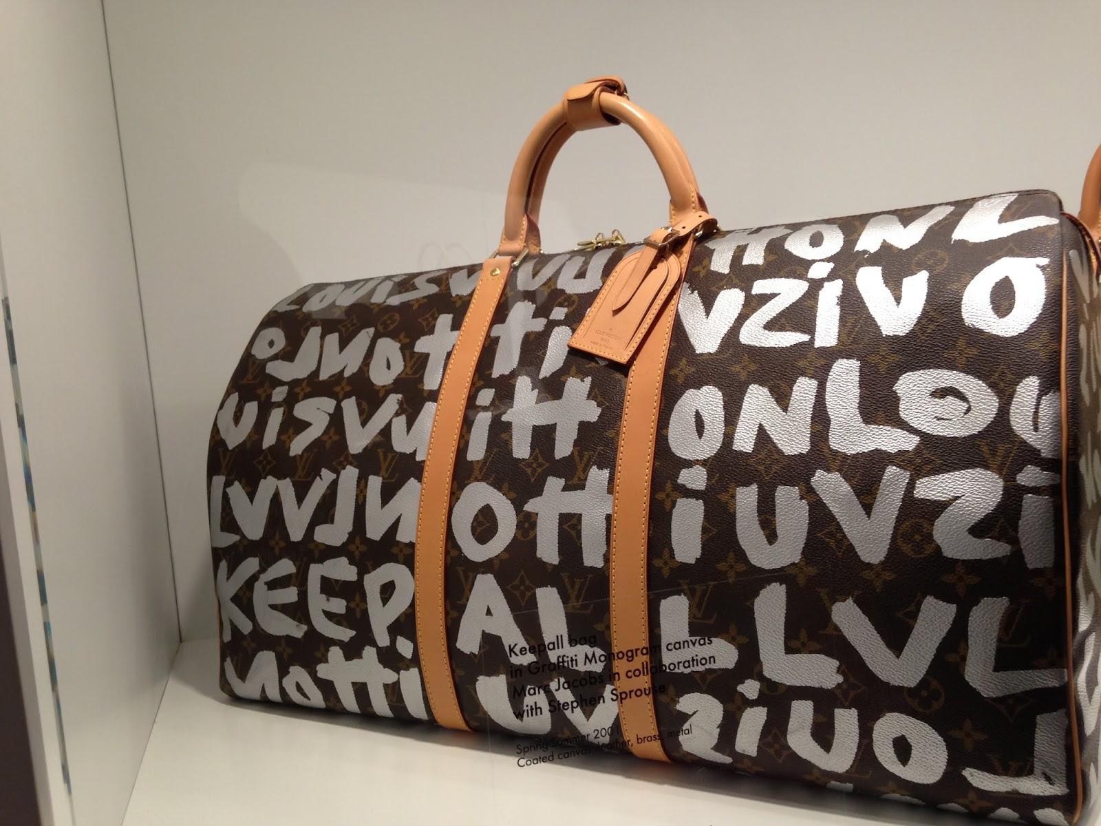 0e7955115f71 Например, сумка-футбольный мяч, уникальный чехол для музыкального  инструмента, косметичка-сумка и дорожная аптечка, платки-каре, сумки, с  принтами шедевров ...