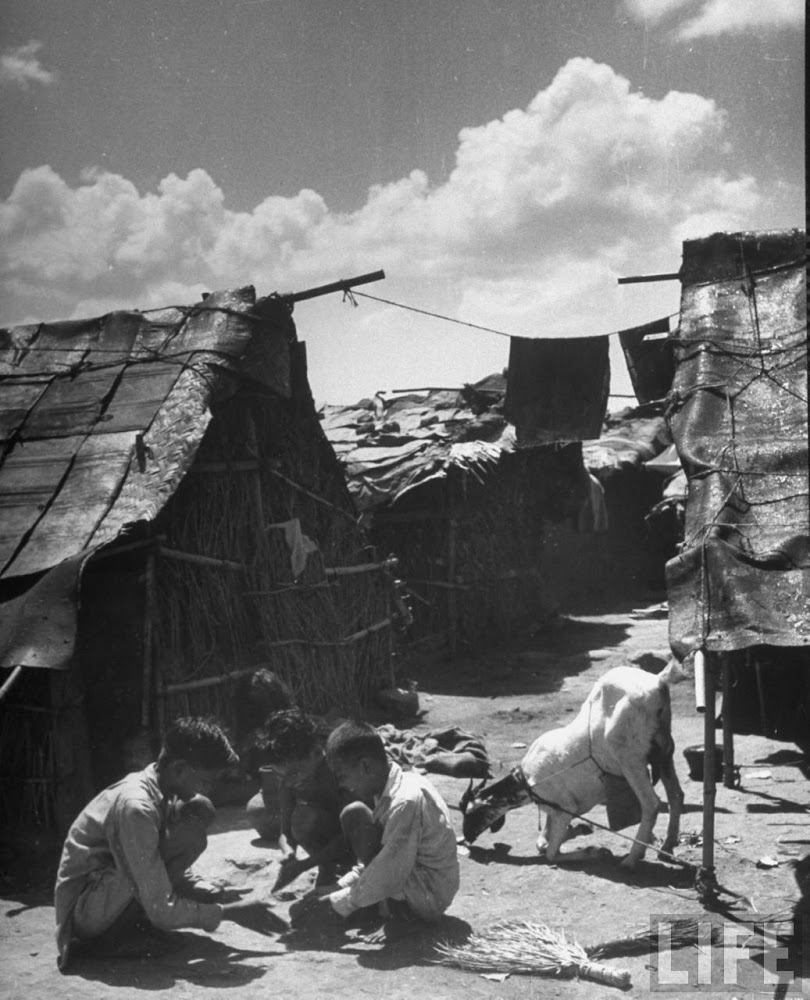 Indian children squatting in the alley