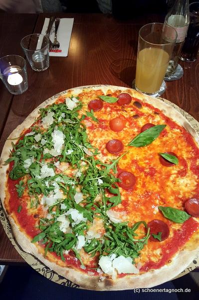 Riesige Pizza in der L´Osteria in Karlsruhe