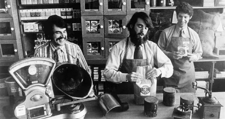 Gerald Baldwin, Zev Siegl y Gordon Bowker, fundadores de Starbucks