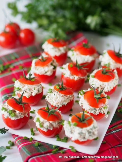 pomidory koktajlowe z farszem twarogowo rybnym, przekaski, finger food, przekaska na domowke, domowka, prywatka, szwedzki stol