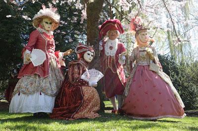 karneváli jelmezek