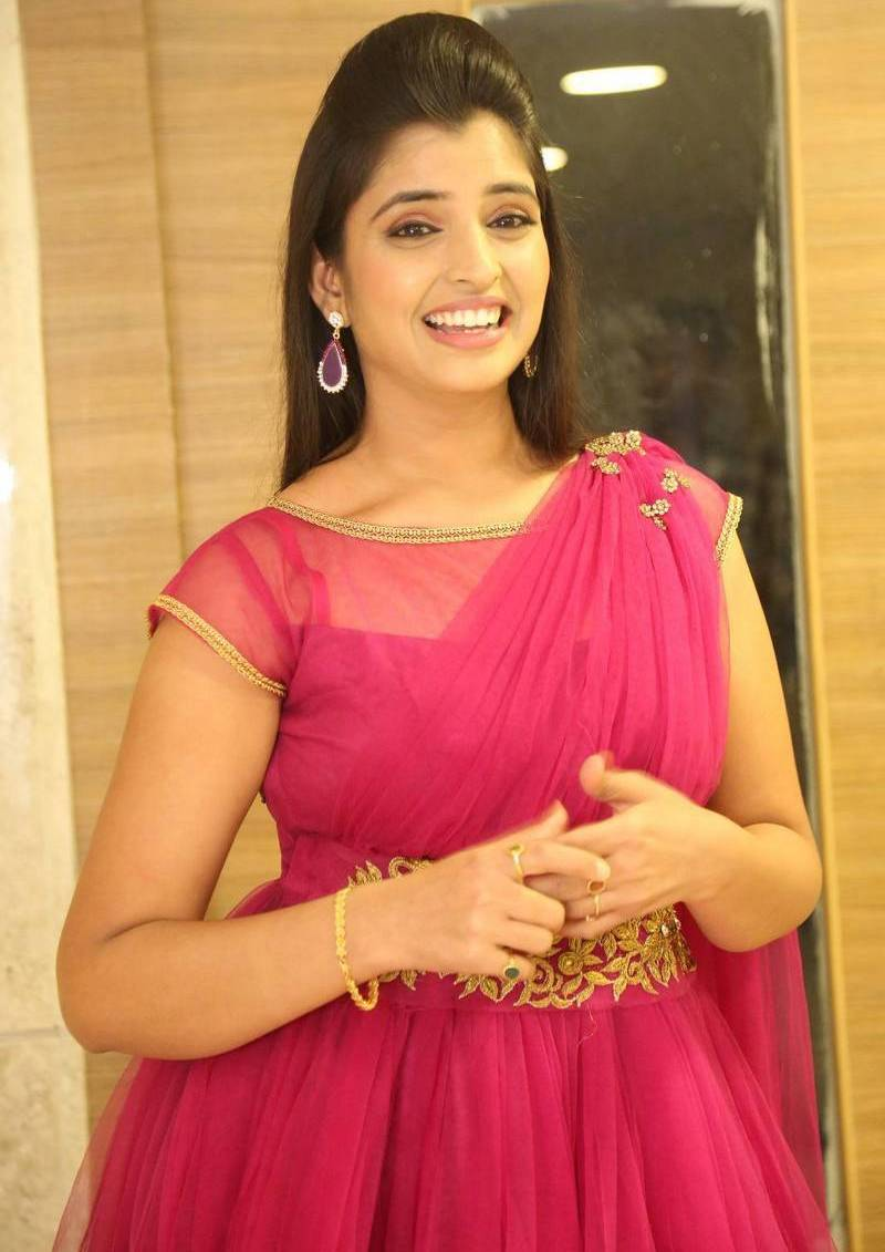 Telugu Tv Anchor Shyamala Photos In Red Dress