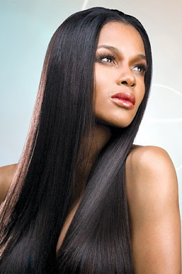 Wanita Cantik rambut hitam indah