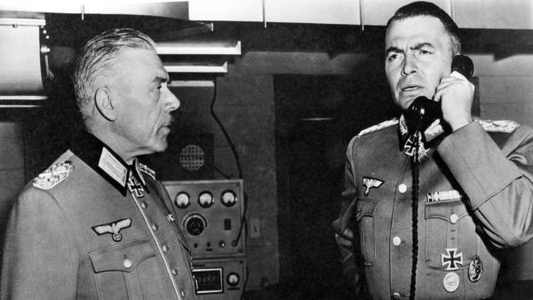 Field Marshal von Rundstedt (Leo G. Carroll) with Rommel (James Mason)
