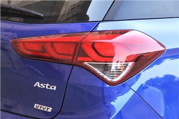 Hyundai Elite i20. Hyundai tail light pose