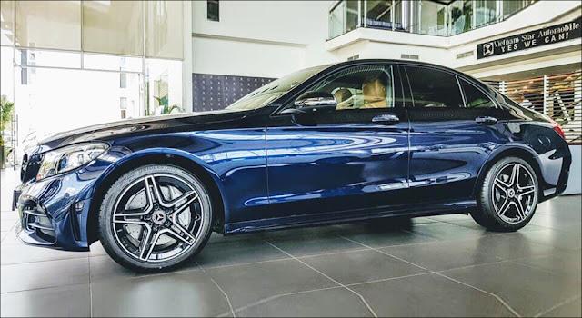 Mercedes C300 AMG 2019 màu Xanh Cavansite độc đáo và cá tính